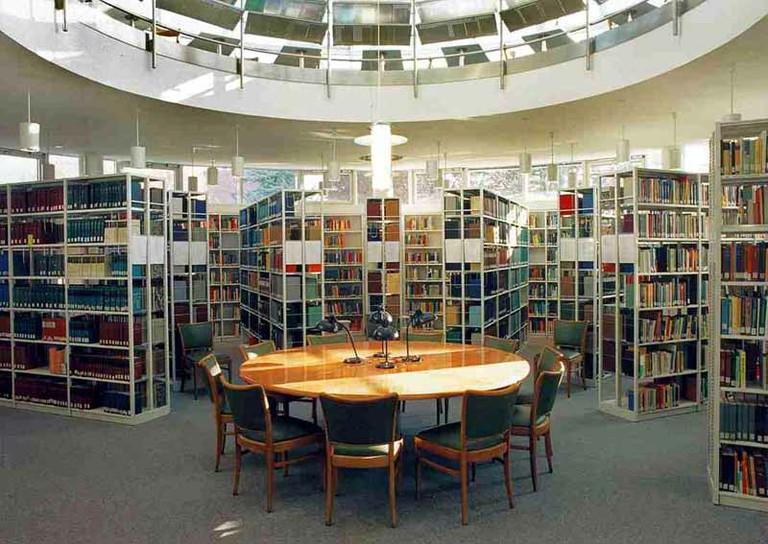 Bibliothek im 2. Obergeschoss - small